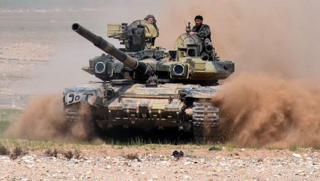 Assad-Truppen vor Aleppo (Bild: AFP)