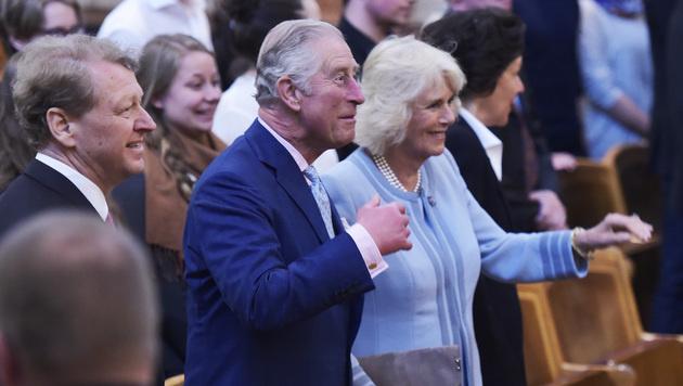 Charles und Camilla bei ihrer Ankunft im Musikverein. (Bild: APA/HANS PUNZ)