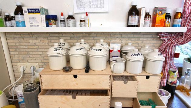 Die Küche gleicht einer Apotheke. (Bild: Gerhard Wenzel)