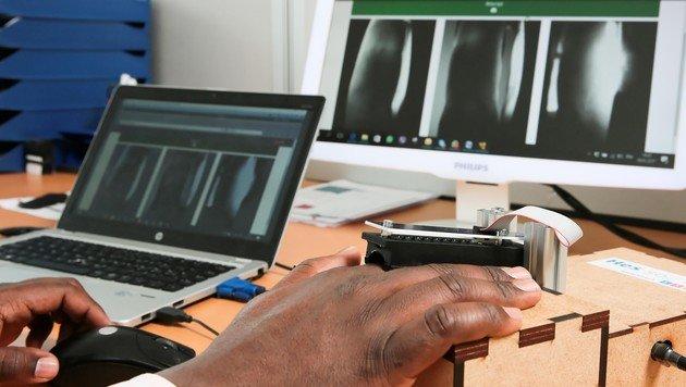 Nach dem Fingerabdruck- kommt der 3D-Venen-Scanner (Bild: EPFL/Alain Herzog)