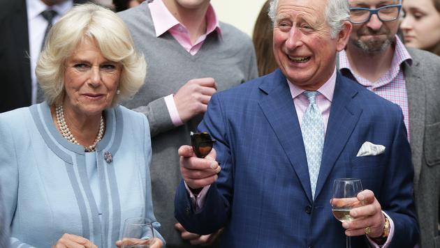 Mit jedem Schluck Wein scheint die Stimmung bei Charles noch mehr zu steigen. (Bild: APA/GEORG HOCHMUTH)