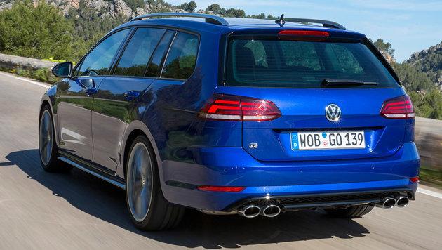 Zwei Doppelendrohre hat nur der R. (Bild: Volkswagen)