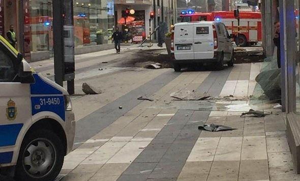 Lkw als Waffe: Diesmal traf der Terror Stockholm (Bild: twitter.com)