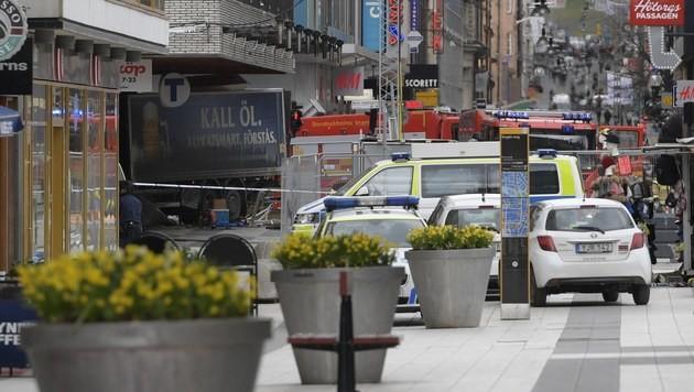 Lkw als Waffe: Diesmal traf der Terror Stockholm (Bild: EPA)