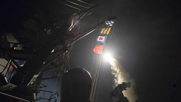 USA greifen mit Raketen syrische Militärbasis an (Bild: AFP)
