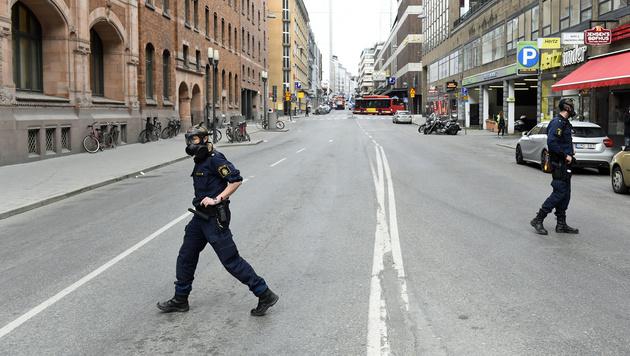 Lkw als Waffe: Diesmal traf der Terror Stockholm (Bild: Jonathan NACKSTRAND/AFP)