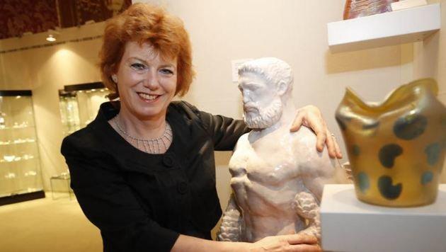 Susanne Bauer hat den römischen Wassergott Neptun mitgebracht. (Bild: Markus Tschepp)