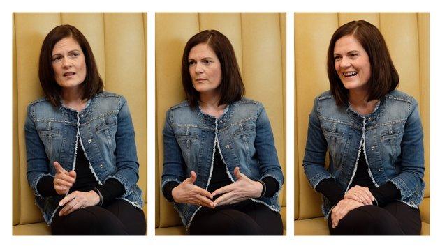 """Bettina Stelzer Wögerer (45) - Ehefrau des neuen OÖ-LH Thomas Stelzer, beim """"Krone""""-Interview. (Bild: Chris Koller (3))"""