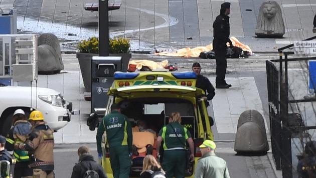 Lkw als Waffe: Diesmal traf der Terror Stockholm (Bild: AP)