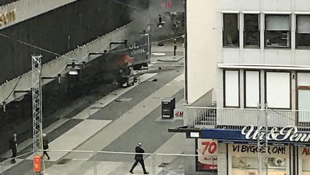Lkw als Waffe: Diesmal traf der Terror Stockholm (Bild: Associated Press)