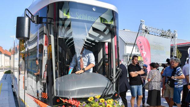 Mit der Eröffnung der Straßenbahnlinie nach Traun stiegen viele Passagiere von Bussen auf die Bim um (Bild: © Harald Dostal / 2016)