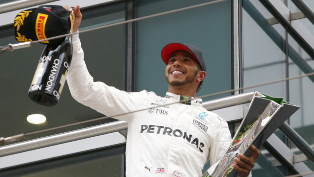 Lewis Hamilton siegt vor Sebastian Vettel (Bild: AP)