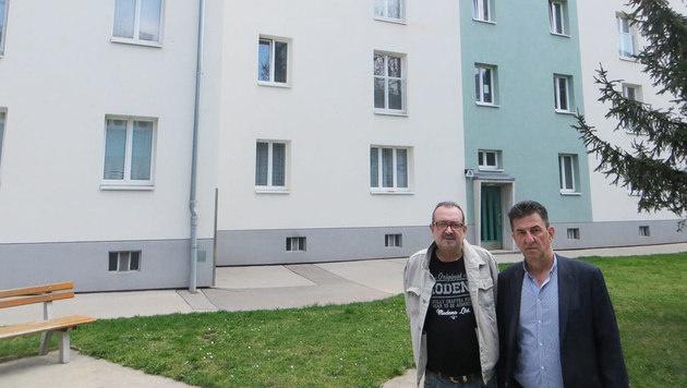 Mieter Manfred W. und Bezirksrat Ossi Turtenwald (re.) (Bild: Franz Hödl)
