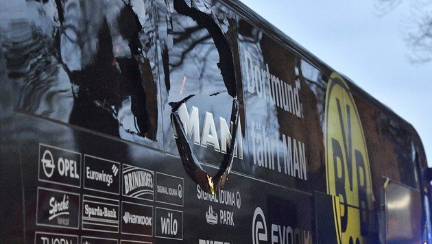 Der beschädigte Bus (Bild: AP)