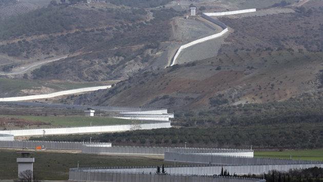 Türkei baut jetzt Mauer an der Grenze zum Iran (Bild: Associated Press)