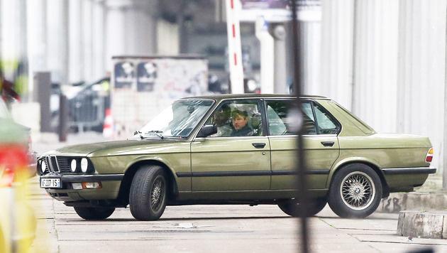 Tom Cruise liefert sich in einem alten BMW eine rasante Verfolgungsjagd durch Paris. (Bild: Viennareport)