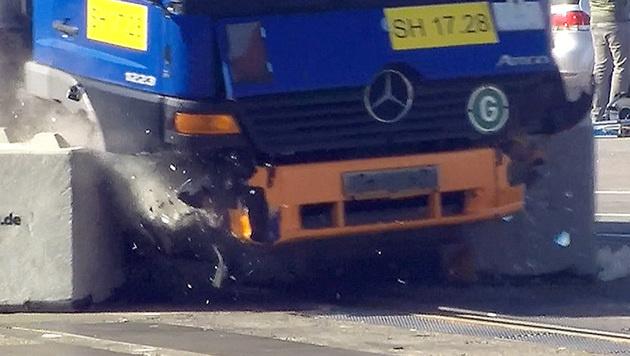 Betonsperren versagen als Schutz gegen Lkw-Terror (Bild: MDR)