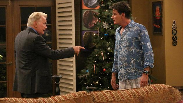 "Martin und Charlie Sheen in der TV-Serie ""Anger Management"" (Bild: Hollywood Picture Press/face to)"