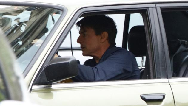 Tom Cruise hinter dem Steuer des alten BMWs (Bild: Viennareport)