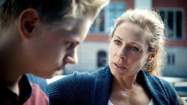 Hat auch Probleme mit ihrem Sohn (Oscar Pettersson): Maria Wern (Eva Röse). (Bild: ARD Degeto/Warner Bros./Repro)
