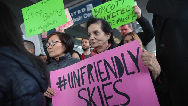 Passagier-Rauswurf: Airline-Chef entschuldigt sich (Bild: AP)