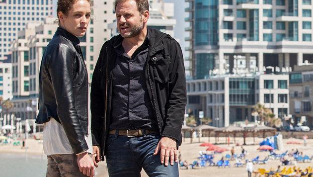 Katharina Lorenz und Samuel Finzi in Tel Aviv (Bild: ARD Degeto/TV60Film/Itiel Zion)