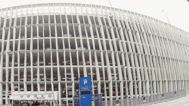 """Die """"Krone"""" schlägt den Bau von gleich drei neuen Parkhäusern wie im Spital (Bild) am Stadtrand vor. (Bild: Markus Tschepp)"""