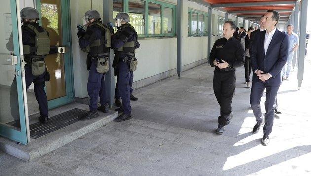 """Kanzler bei Cobra: """"Wichtig, sich vorzubereiten"""" (Bild: APA/BKA/ANDY WENZEL)"""