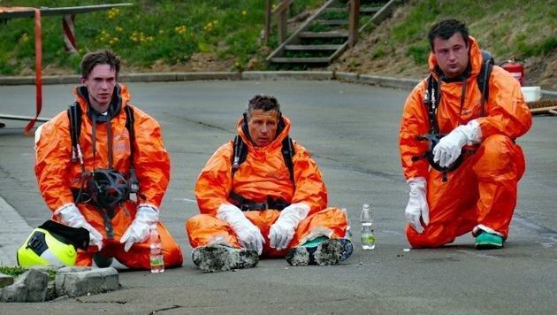 Die erschöpften Einsatzkräfte nach dem gefährlichen Brand (Bild: Feuerwehr Apfelberg/Roland Theny)