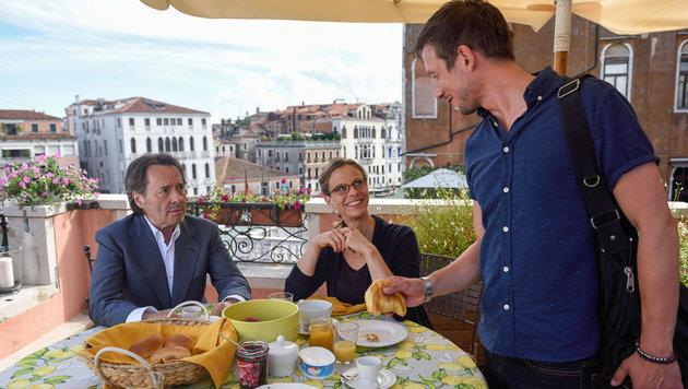 Familienidylle bei den Brunettis: U. Kockisch, Julia Jäger, P. Diemling. (Bild: ORF)