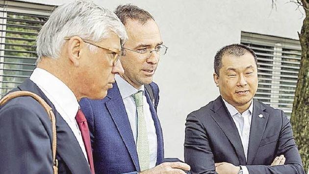 Egon Hierzegger, Anwalt Arno Maschke, Noch-GF James Tay. (Bild: Markus Tschepp)