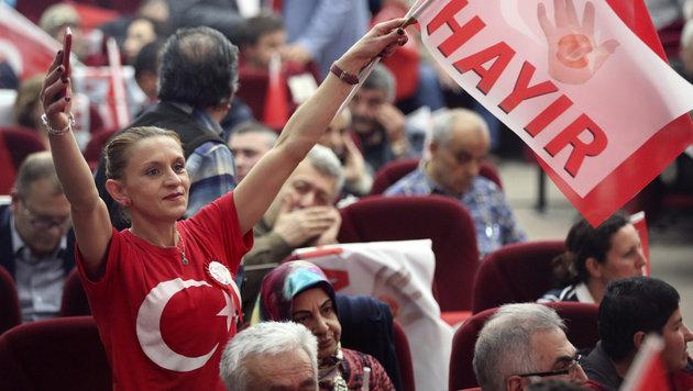Erdogan-Gegner im Zuge des Türkei-Referendums (Bild: AFP)