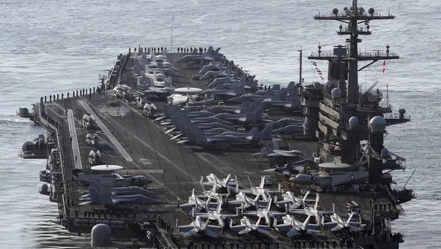 Der Flugzeugträger USS Carl Vinson dient den US-Einheiten als mobile Kommandozentrale. (Bild: AP)