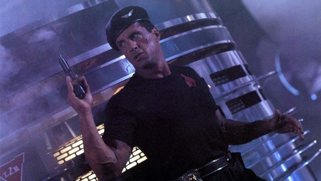 "Sylvester Stallone in ""Demolition Man"" (Bild: Moviestore Collection/face to face)"