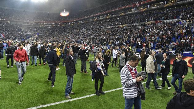 Randale und Platzsturm vor Lyon gegen Besiktas (Bild: AFP)
