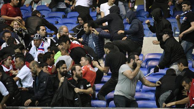 Lyon & Besiktas droht nach Krawallen EC-Ausschluss (Bild: AFP)