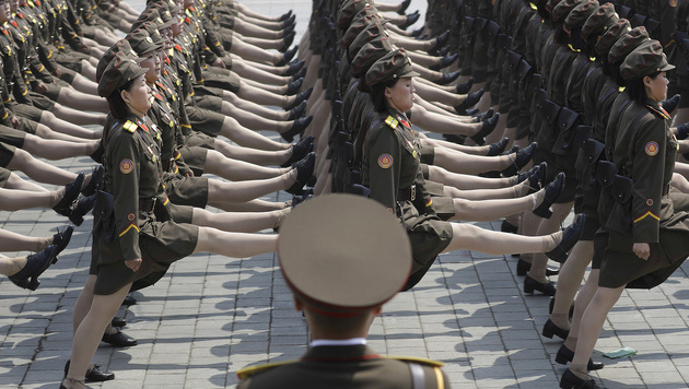 Marschieren für den Diktator (Bild: AP)