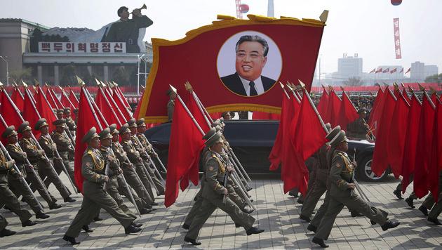 Die Parade fand anlässlich des Geburtstags von Staatsgründer Kim Il Sung statt. (Bild: AP)