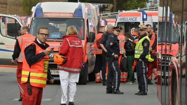 Bahnhof Meidling: Neun Verletzte bei Zugskollision (Bild: APA/HERBERT PFARRHOFER)