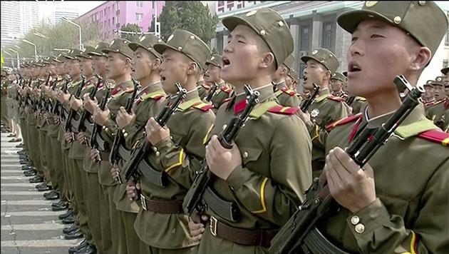 Tausende Soldaten nahmen an der Parade teil. (Bild: AP)
