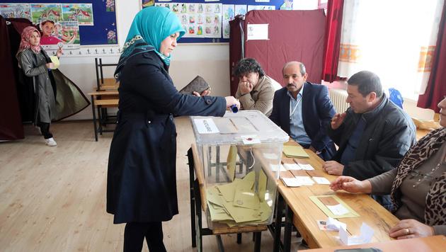Türkei: Mehrere Tote bei Tumulten vor Wahllokal (Bild: AFP)