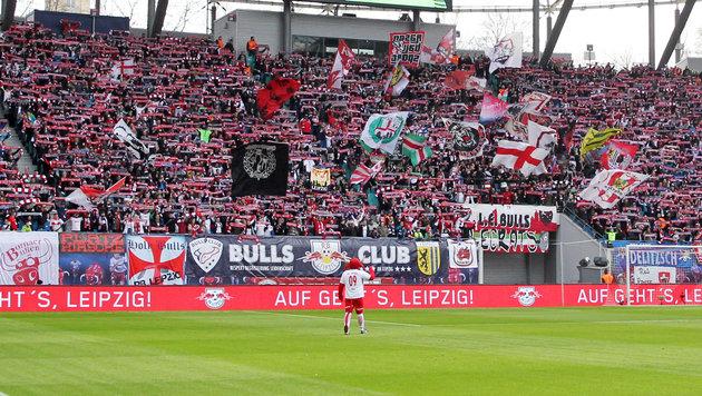 Leipzig-Fan bricht vor Spiel zusammen und stirbt (Bild: GEPA)