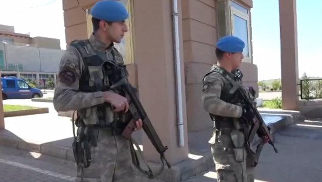 Türkei: Mehrere Tote bei Tumulten vor Wahllokal (Bild: Ruptly.TV)