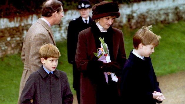 Diana mit William und Harry im Dezember 1994 (Bild: AFP)