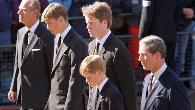 Prinz Philip, Prinz William, Dianas Bruder Earl Spencer, Prinz Harry und Prinz Charles (v.l.n.r.) (Bild: Kay Nietfeld)