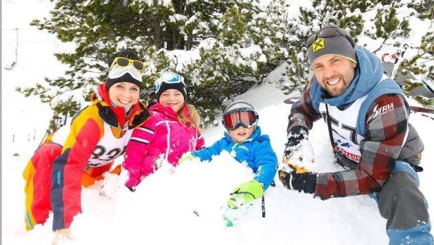 Doppelweltmeister und Weltcupgesamtsieger Andreas Prommegger mit seiner Susanne mit Laura und Lukas. (Bild: Gerhard Schiel)