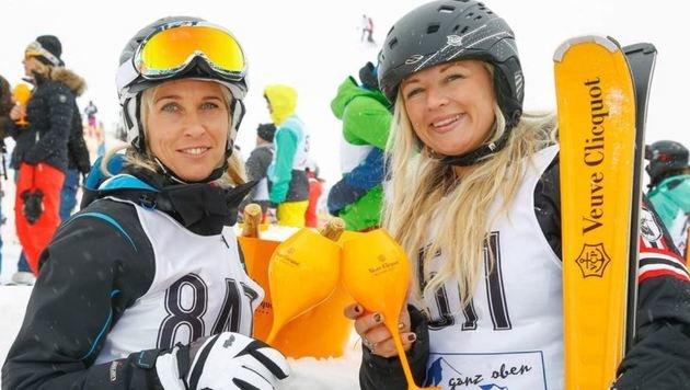Stärkung mit Champagner: Anita & Maria kurz vor dem Startschuss zur größten Schatzsuche Österreichs. (Bild: Gerhard Schiel)