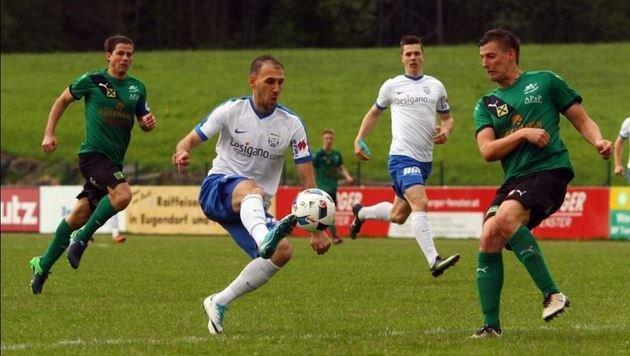 Per Doppelpack legte Jukic (li., gegen Ramspacher) den Grundstein zum Grödiger 3:0 in Eugendorf. (Bild: Saniel Krug)