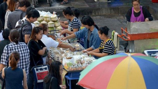 Bangkok will berühmte Straßenküchen verbieten (Bild: AFP)