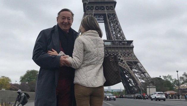 """Richard Lugner mit seiner """"Andrea vom Badesee"""" in Paris (Bild: privat)"""